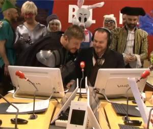 Bruno Guillon débarque dans les studios de RTL avec des musiciens et un public costumé, le 18 février 2015