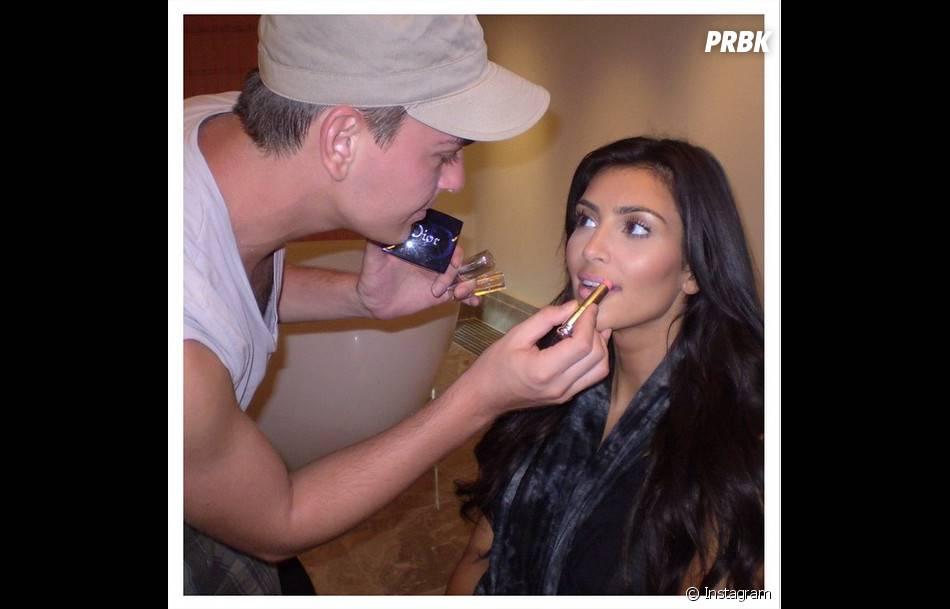 Kim Kardashian se fait maquiller sur un cliché posté sur son compte Instagram