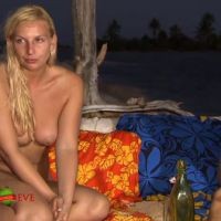 Adam recherche Eve : une boite de préservatifs mise à disposition par la production