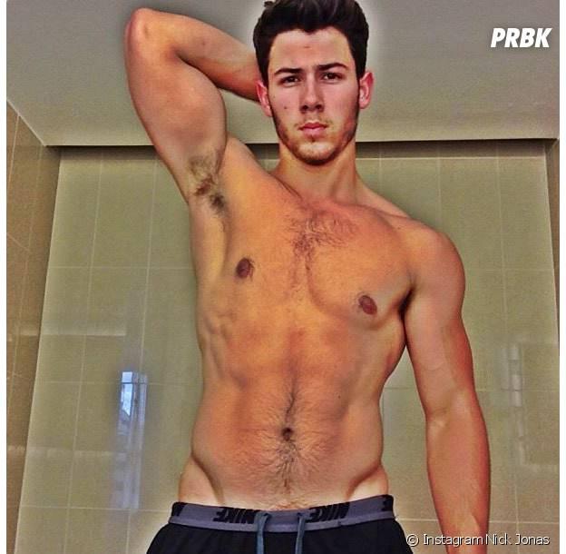 Nick Jonas : abdos et muscles, sa transformation