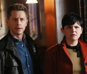 Once Upon a Time saison 4, épisode 17 : Mary-Margareth (Ginnifer Goodwin) et David (Josh Dallas) sur une photo