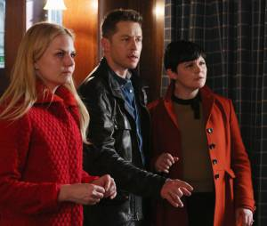 Once Upon a Time saison 4, épisode 17 : Emma, David et Mary-Margareth sur une photo