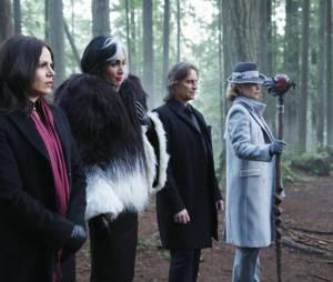 Once Upon a Time saison 4, épisode 17 : Regina, Cruella, Gold et Maléfique sur une photo
