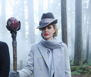 Once Upon a Time saison 4, épisode 17 : Kristin Bauer Van Straten sur une photo