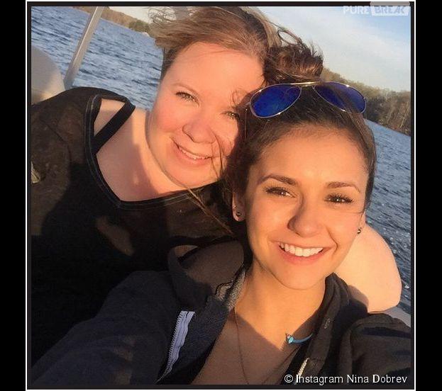 Nina Dobrev et Julie Plec, la créatrice de Vampire Diaries, en mode selfie le 5 avril 2015