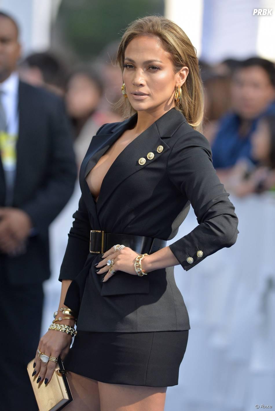 Jennifer Lopez sur le tapis rouge des MTV Movie Awards 2015 à Los Angeles, le 12 avril 2015