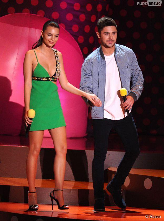 Emily Ratajkowski et Zac Efron sur la scène des MTV Movie Awards 2015 à Los Angeles, le 12 avril 2015