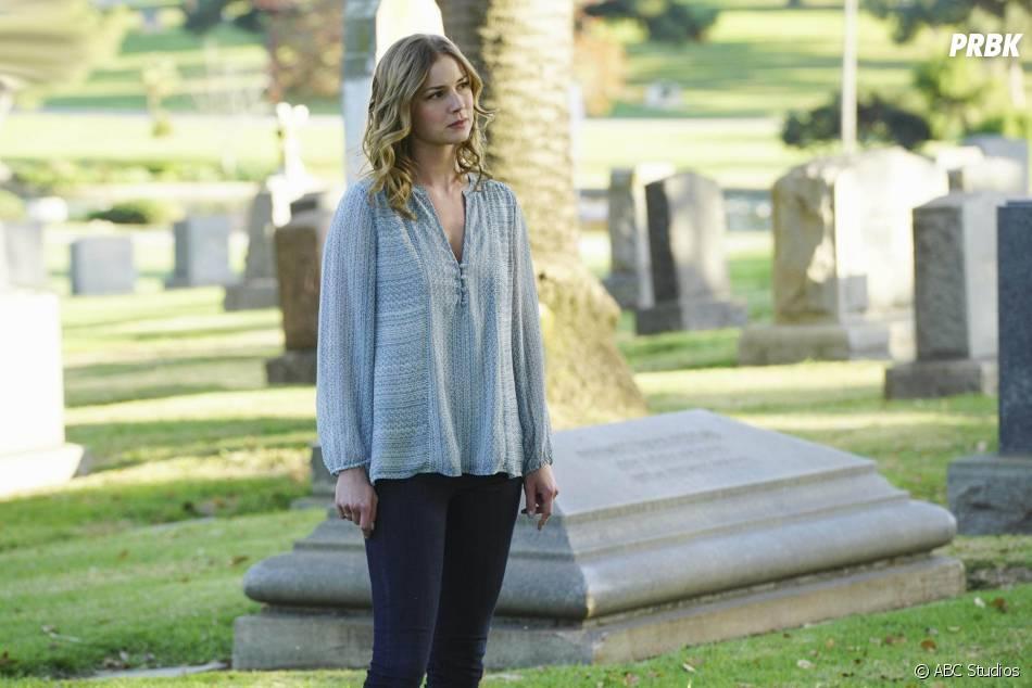 Revenge saison 4, épisode 20 : Emily VanCamp sur une photo