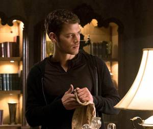 The Originals saison 2, épisode 19 : Joseph Morgan (Klaus) sur une photo