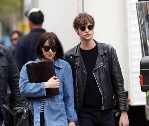 Dakota Johnson et Matthew Hitt, à New York le 27 avril 2015
