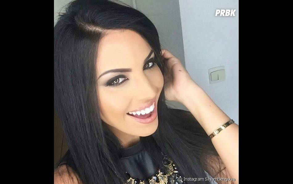 Siham Bengoua sexy et souriante sur Instagram