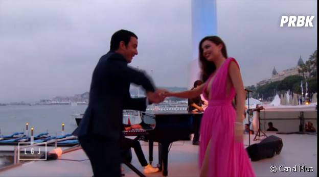 Miranda Kerr et Thomas Thouroude danse dans Le Grand Journal, le 14 mai 2015 à Cannes