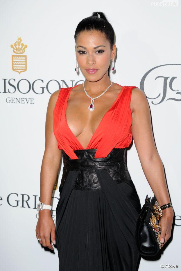 Ayem Nour sexy et décolletée sur le tapis rouge de la soirée De Grisogono, le 19 mai 2015 à Cannes