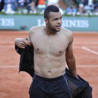 Jo-Wilfried Tsonga torse-nu pour sa victoire à Roland Garros, Malika Ménard et les VIP présents