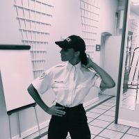 Shy'm en policière VS en bikini : quelle tenue la rend la plus sexy ?