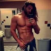 Brock O'Hurn : cheveux longs et torse musclé, on a trouvé le nouveau mec sexy d'Instagram