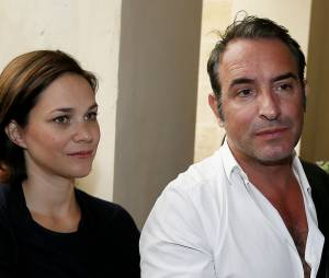 Jean Dujardin et Nathalie Péchalat bientôt parents ? Ici en couple lors de l'inauguration d'un cinéma au nom de l'acteur à Lesparre, le 27 juin 2015