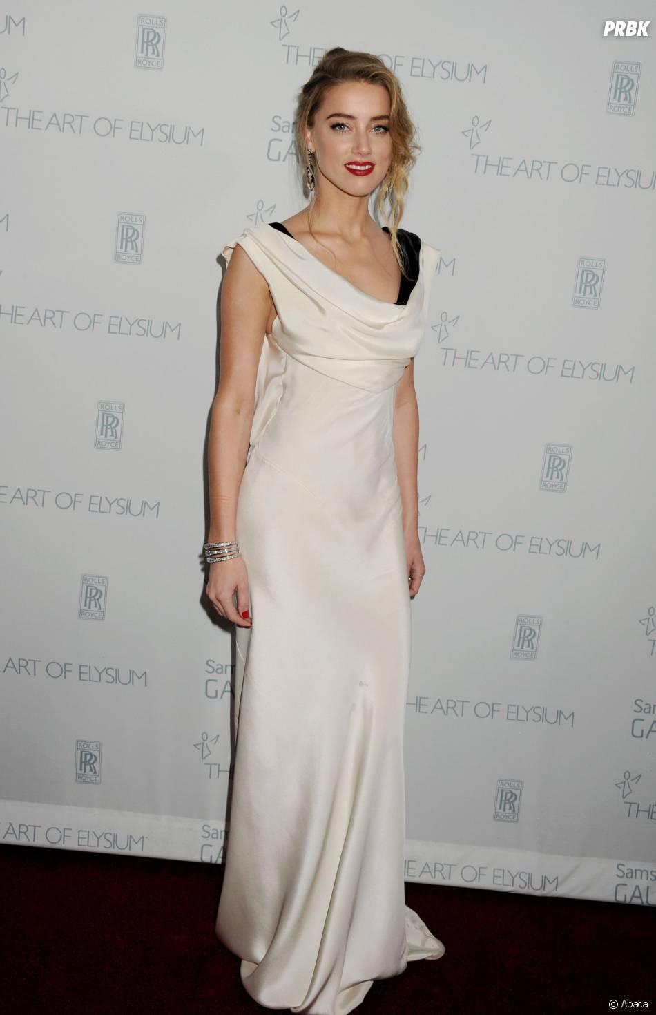 Amber Heard seyx lors d'une soirée