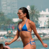 Eva Longoria sexy en bikini à la plage, la température grimpe en Espagne