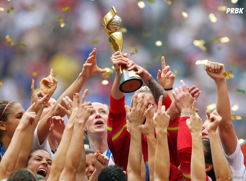 Les joueuses des Etats-Unis soulèvent la Coupe du Monde, le 5 juillet 2015
