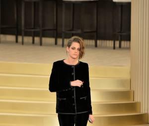 Kristen Stewart lors du défilé Chanel au Grand Palais, le 7 juillet 2015
