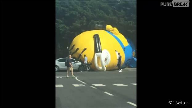 Les Minions : un Minion géant gonflable crée la panique en Irlande