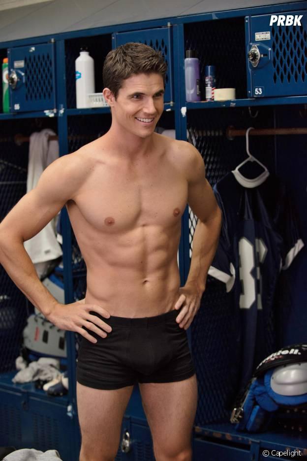Robbie Amell (Flash) a été mannequin pour sous-vêtements