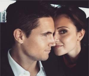 Robbie Amell (Flash) est fiancé à Italia Ricci
