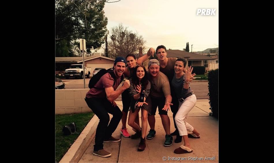 Robbie Amell (Flash) en compagnie de son cousin Stephen Amell et de leur famille