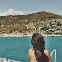 Amel Bent : en vacances, elle dévoile son nouveau tatouage XL