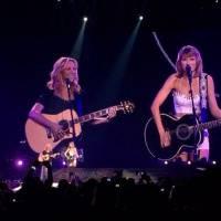 """Taylor Swift reprend """"Tu pues le chat"""" avec Phoebe de Friends"""