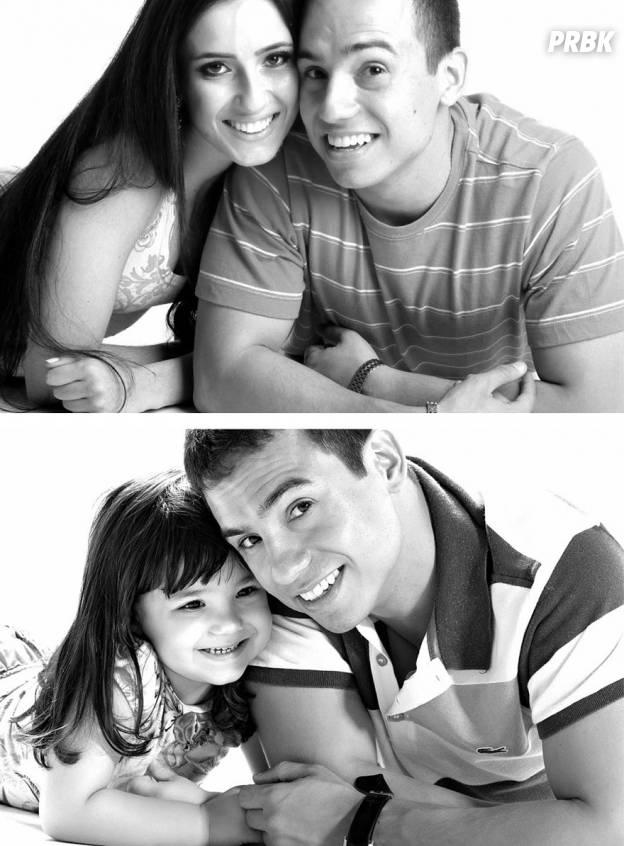 Rafael Del Col et sa fille Raisa imitent les vieilles photos de lui et Tatiane Valques.