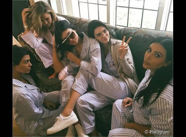 Kim Kardashian entourée de ses soeurs Khloe Kardashian, Kourtney Kardashian, Kendall Jenner et Kylie Jenner pour sa baby shower le 25 octobre 2015