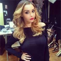 Nabilla Benattia (re)devient blonde pour un nouveau photoshoot