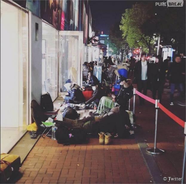 H&M x Balmain : les fans ont fait le file pendant des heures, voire des jours, pour s'acheter des pièces de la collection d'Olivier Rousteing à travers le monde