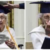 A 97 ans, elle reçoit enfin son diplôme de fin du lycée : ses larmes font chaud au coeur