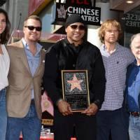 LL Cool J (NCIS Los Angeles) reçoit son étoile à Hollywood entouré du casting de la série