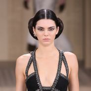 Kendall Jenner & Gigi Hadid stars du défilé Chanel : Cara Delevingne au 1er rang... avec un chien