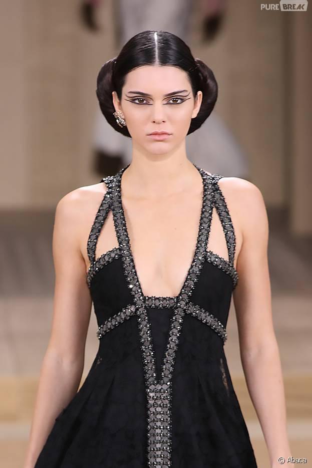 Kendall Jenner au défilé Chanel haute couture printemps-été 2016 pendant la Fashion Week de Paris, le 26 janvier 2016