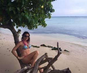 Eve Angeli sexy en maillot de bain en vacances à l'Ile Maurice en février 2016