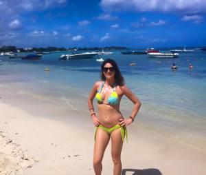 Eve Angeli sexy en bikini en vacances à l'Ile Maurice en février 2016