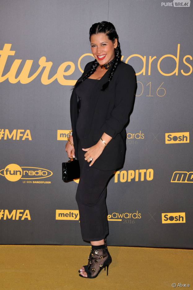Ayem Nour enceinte aux Melty Future Awards le 16 février 2016 à Paris
