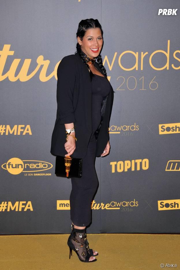 Ayem Nour enceinte : son ventre rond de sortie aux Melty Future Awards le 16 février 2016 à Paris