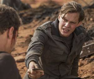 Divergente 3 : Matthew (Bill Skarsgard) sur une photo