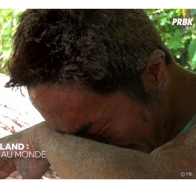 Vince (The Island 2) : pourquoi a-t-il toujours du sable sur le visage ?