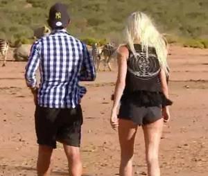 Julien (Les Marseillais South Africa) s'éloigne avec Jessica afin de lui dire ce qu'il a sur le coeur.