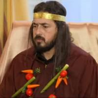 Moundir piégé dans Stars sous Hypnose : il devient le maître d'une secte de légumes