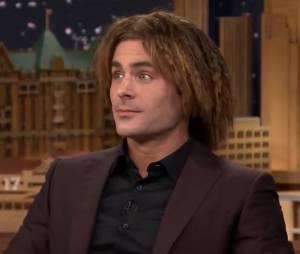 Zac Efron se retrouve avec les cheveux crêpés dans The Tonight Show de Jimmy Fallon