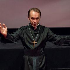 😈 Conjuring 2 : un prêtre béni une avant-première à Paris pour conjurer les démons 😱