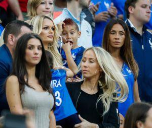 Dimitri Payet : sa femme Ludivine et leur fils Noa au match France-Roumanie le 10 juin 2016